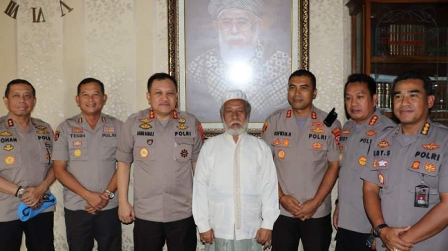 Pererat Silaturahmi, Kapolda Banten Kunjungi Tokoh Agama Abuya KH. Murtadho