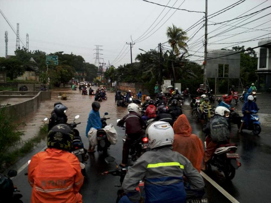 Hujan Semalaman, Puluhan Motor Mogok