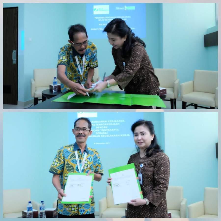 Direktur RS.Siloam Yogyakarta Lily Ariati Widya Winata berfoto bersama dengan Kepala Kantor Cabang BPJS Ketenagakerjaan Yogyakarta Ainul Kholid  usai MoU kerjasama.