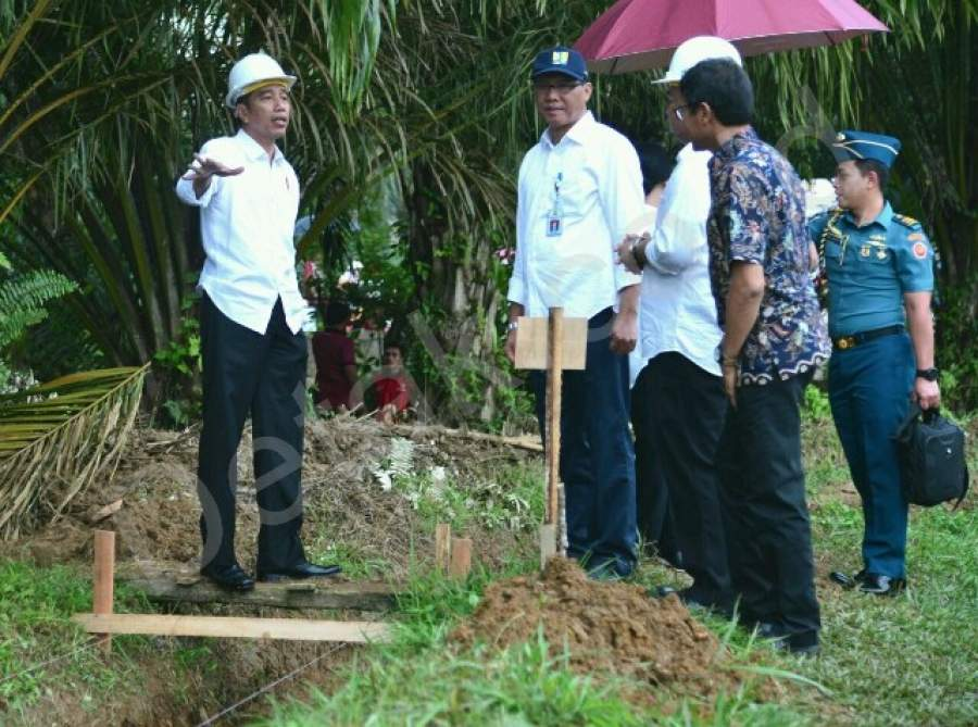 Presiden Meninjau Pelaksanaan Padat Karya Tunai di Dharmasraya