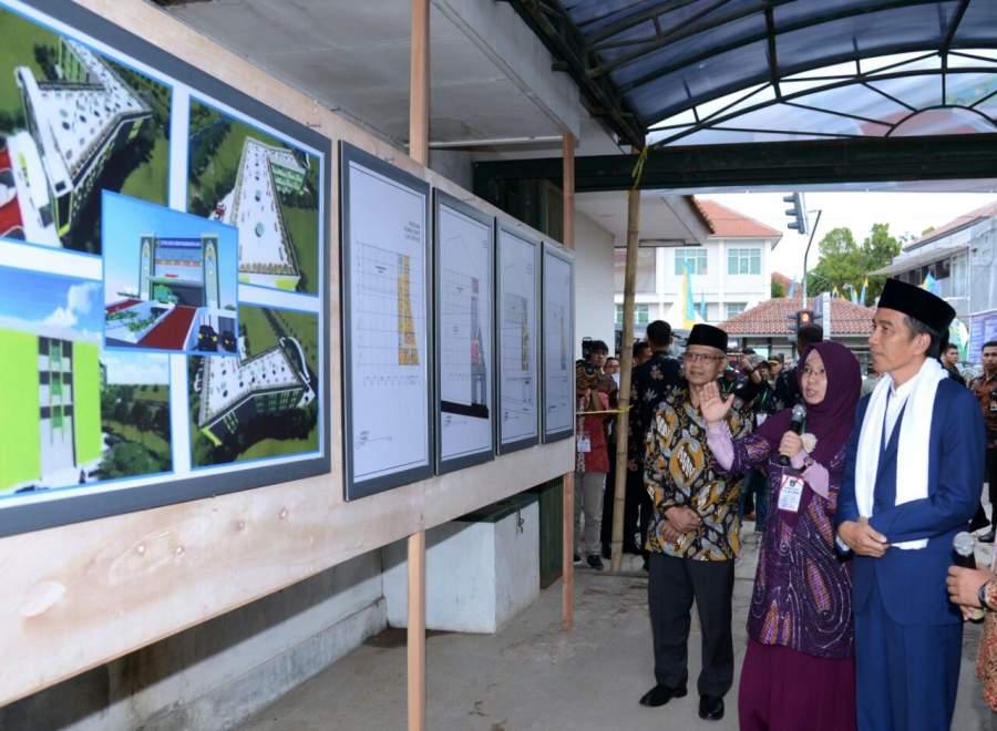 Presiden Joko Widodo saat di Pondok Pesantren Darul Arqam Muhammadiyah, Kabupaten Garut, Provinsi Jawa Barat,