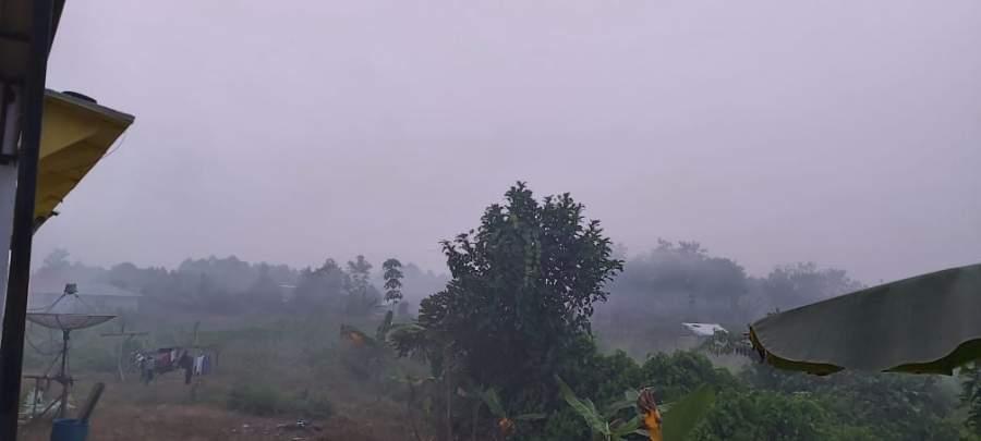 Kabu asap terlihat pagi ini di kota Putussibau, Kamis (19/9/2019), foto By Agung/dtk