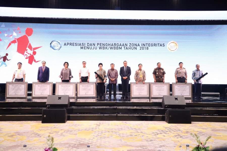 Wapres Serahkan Penghargaan kepada Tujuh Pemimpin Perubahan