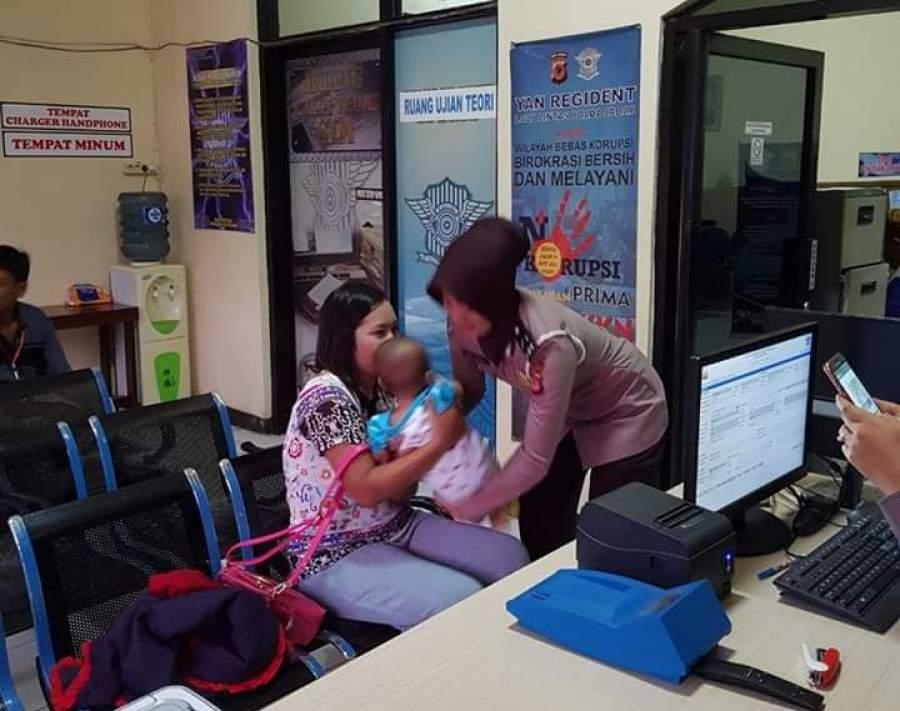 Di Banjar Kaum Ibu Bikin SIM Dilayani Polwan Cantik