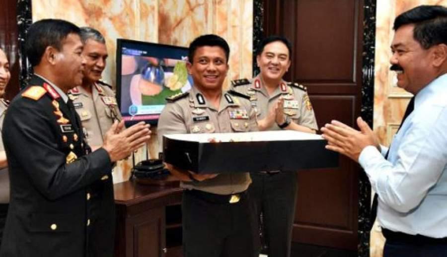 Panglima TNI Ulang Tahun Ke-56, Kapolri Idham Aziz Berikan Beri Kejutan